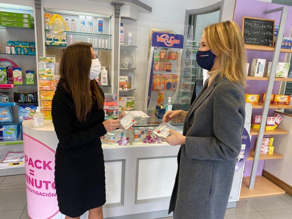 A delegada da Xunta en Vigo nunha farmacia da cidade
