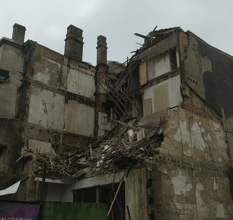 Edificio se derrumba en Areal Vigo
