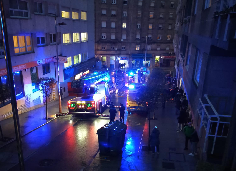 Bomberos de Vigo en un incendio en el centro de la ciudad