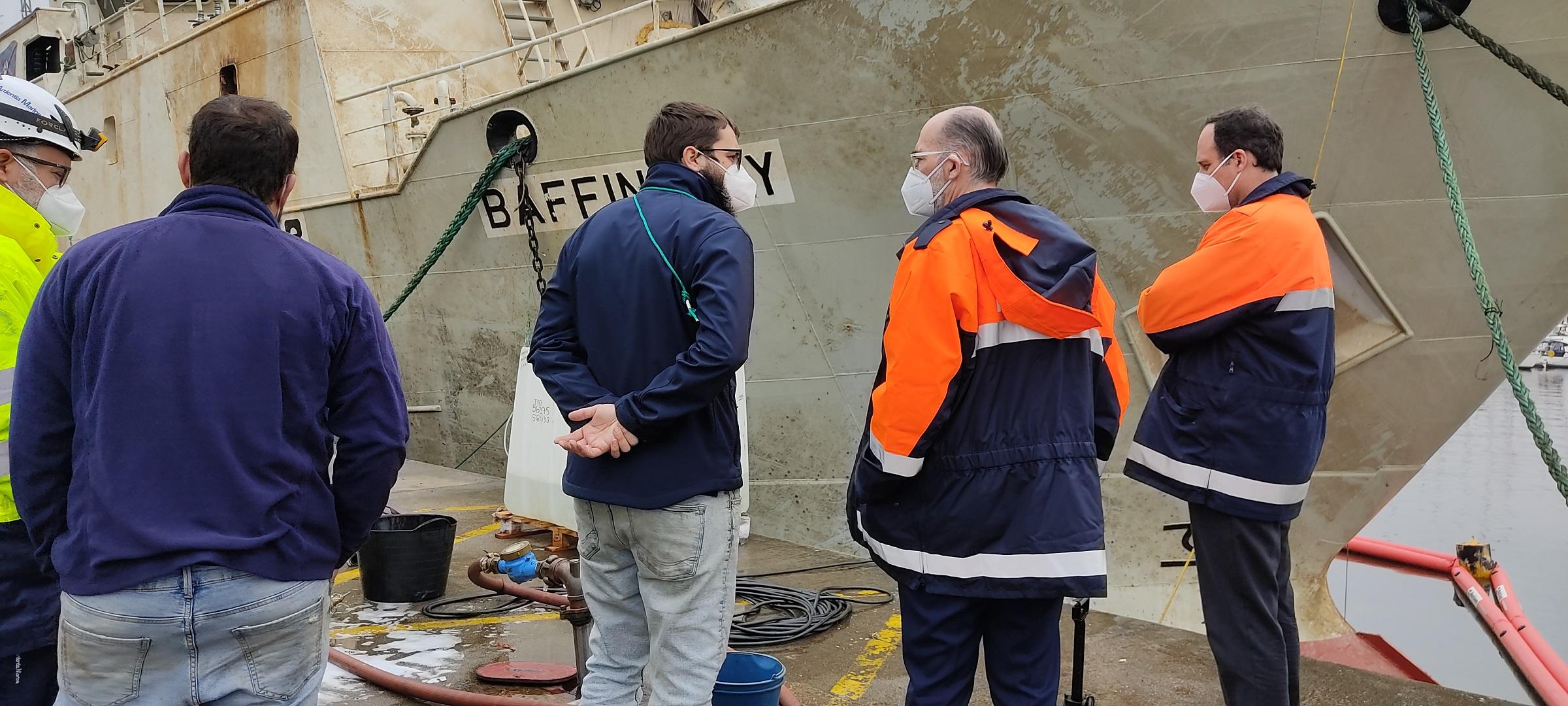 El barco hundido en Vigo, reflotado