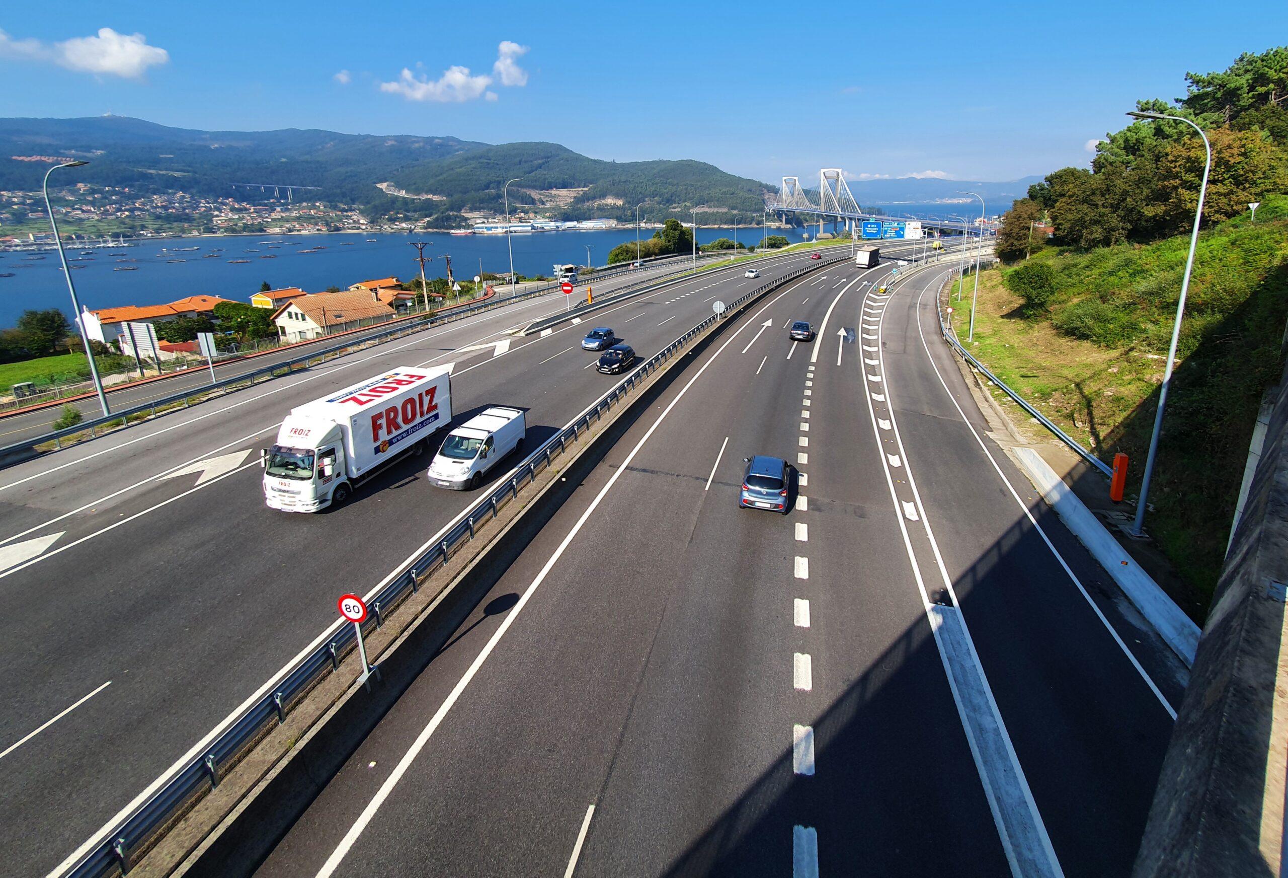 Puente de Rande, en Vigo,al fonde del tramo dela Autopista AP-9 entre Vigo y Redondela