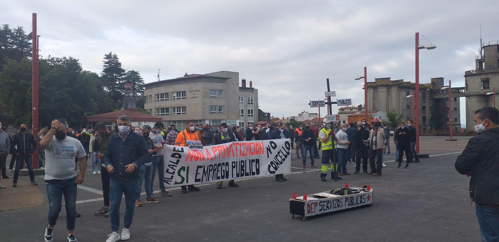 Protesta de los funcionarios delante del Ayuntamiento de Vigo