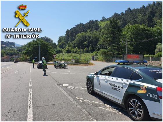 Un individuo con una orden de búsqueda, detenido en Vigo por ir en moto sin casco