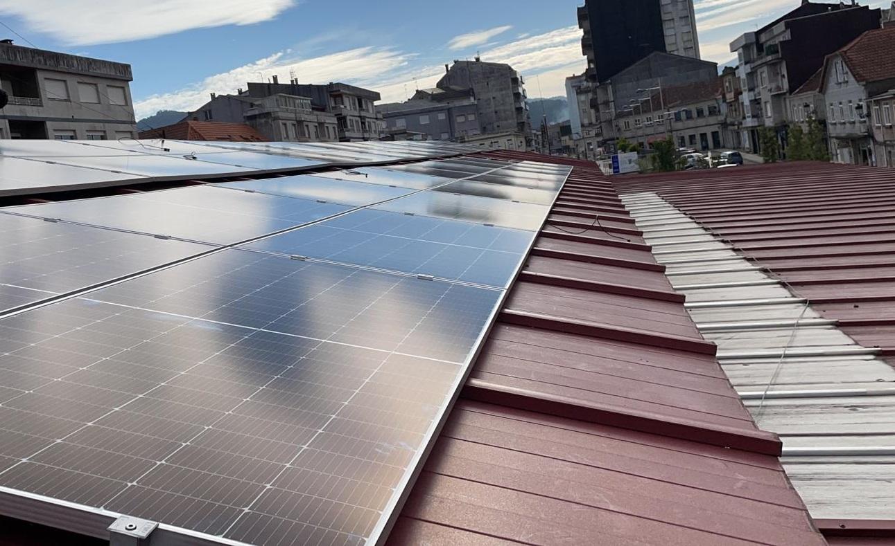 O Mercado de Ponteareas funcionará dende esta semana con enerxía solar