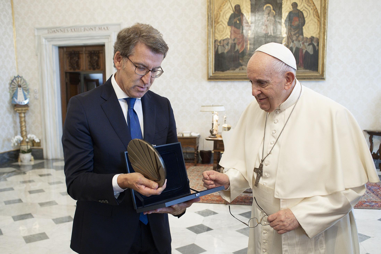 Feijóo invitou ao Papa a visitar Galicia