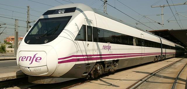 Caballero acepta el tren Vigo-Madrid por Santiago, pero sin parar en Santiago