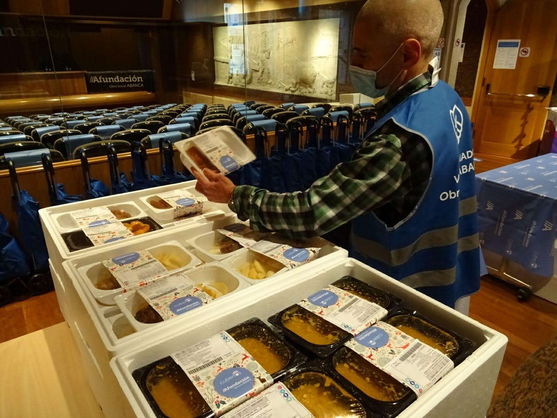 Afundación y Abanca entregarán menús a escolares de familias vulnerables de Vigo