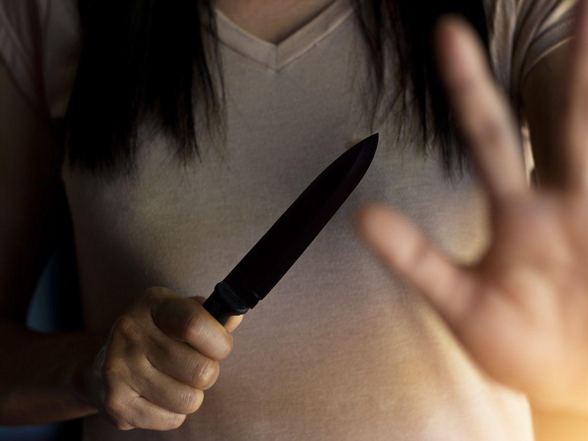 Detenida tras cortarle el pene a un hombre que intentaba abusar de ella