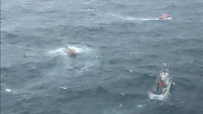 Muere uno de los tripulantes del pesquero 'Sempre Güeto' y otro sigue desaparecido