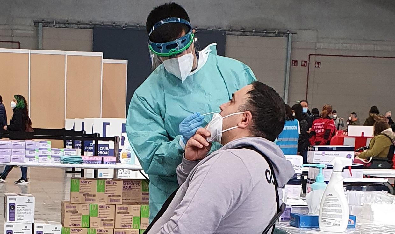 El Área Sanitaria de Vigo pone en marcha la 'autocita' para realizar una PCR