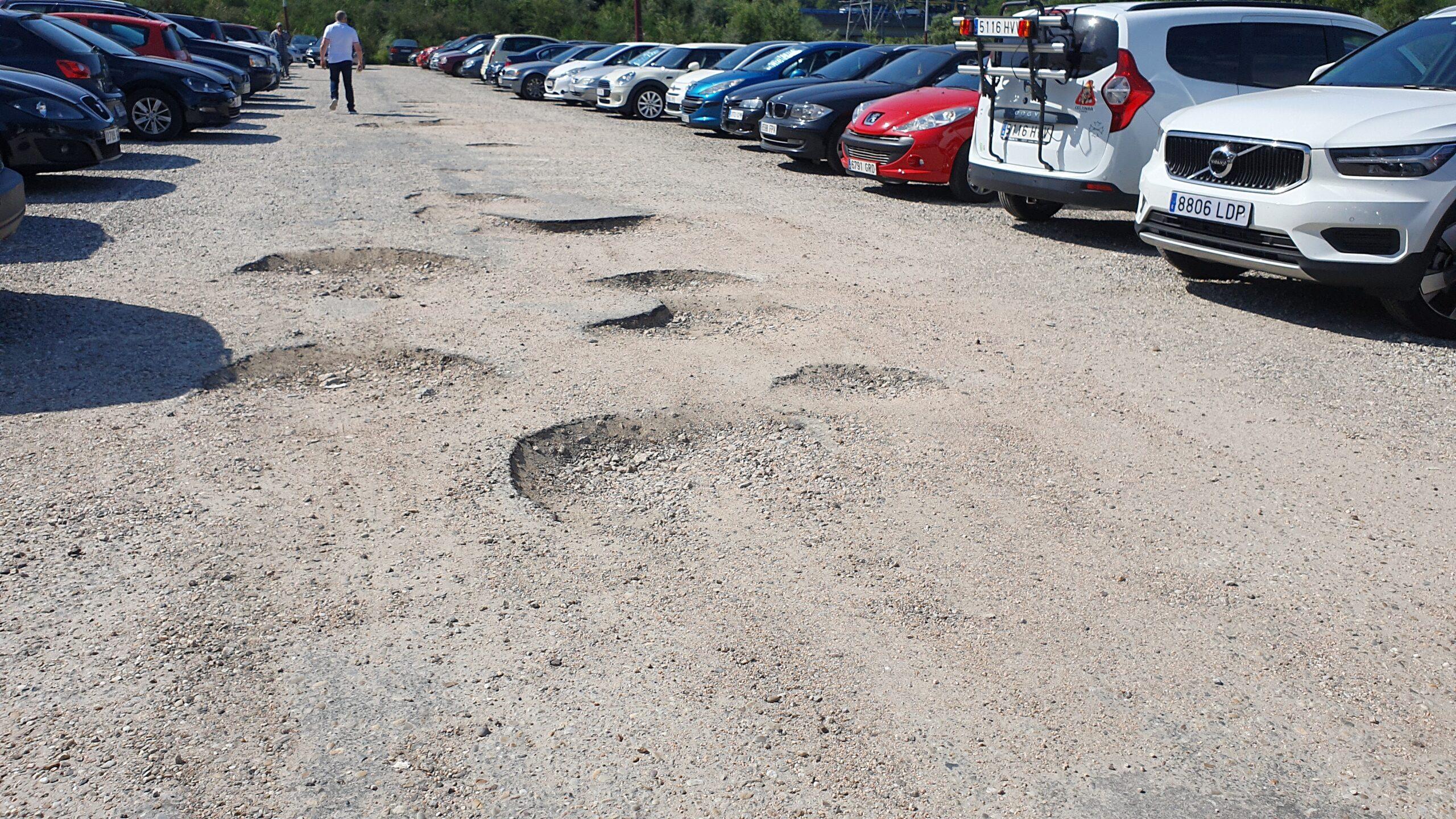 El Concello cierra su aparcamiento del Cunqueiro para arreglar los socavones