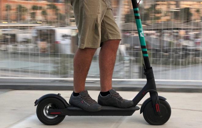 Los usuarios de 'patinetes' eléctricos tendrán que llevar casco desde el mes que viene