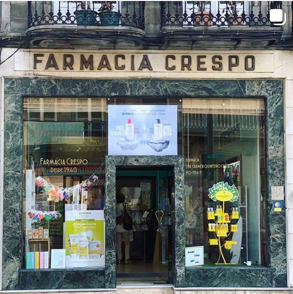 El centro de Vigo dice adiós a la Farmacia Crespo