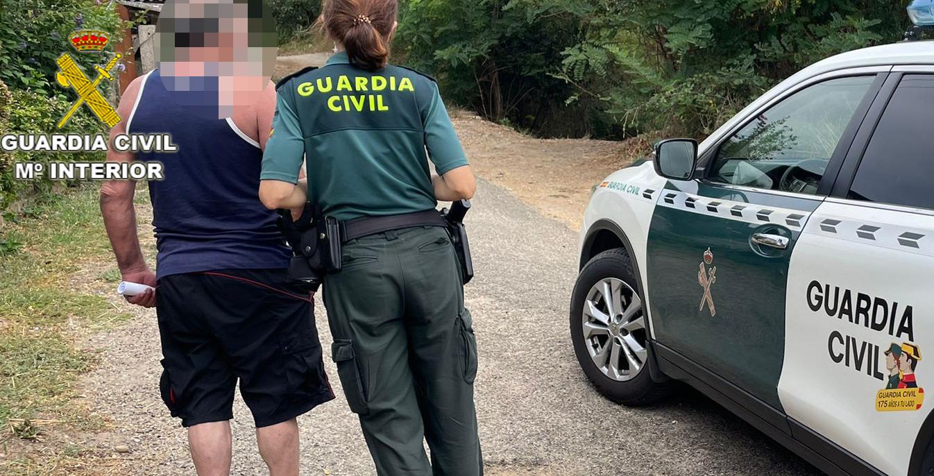 La Guardia Civil acaba con un punto de venta de drogas en Salvaterra