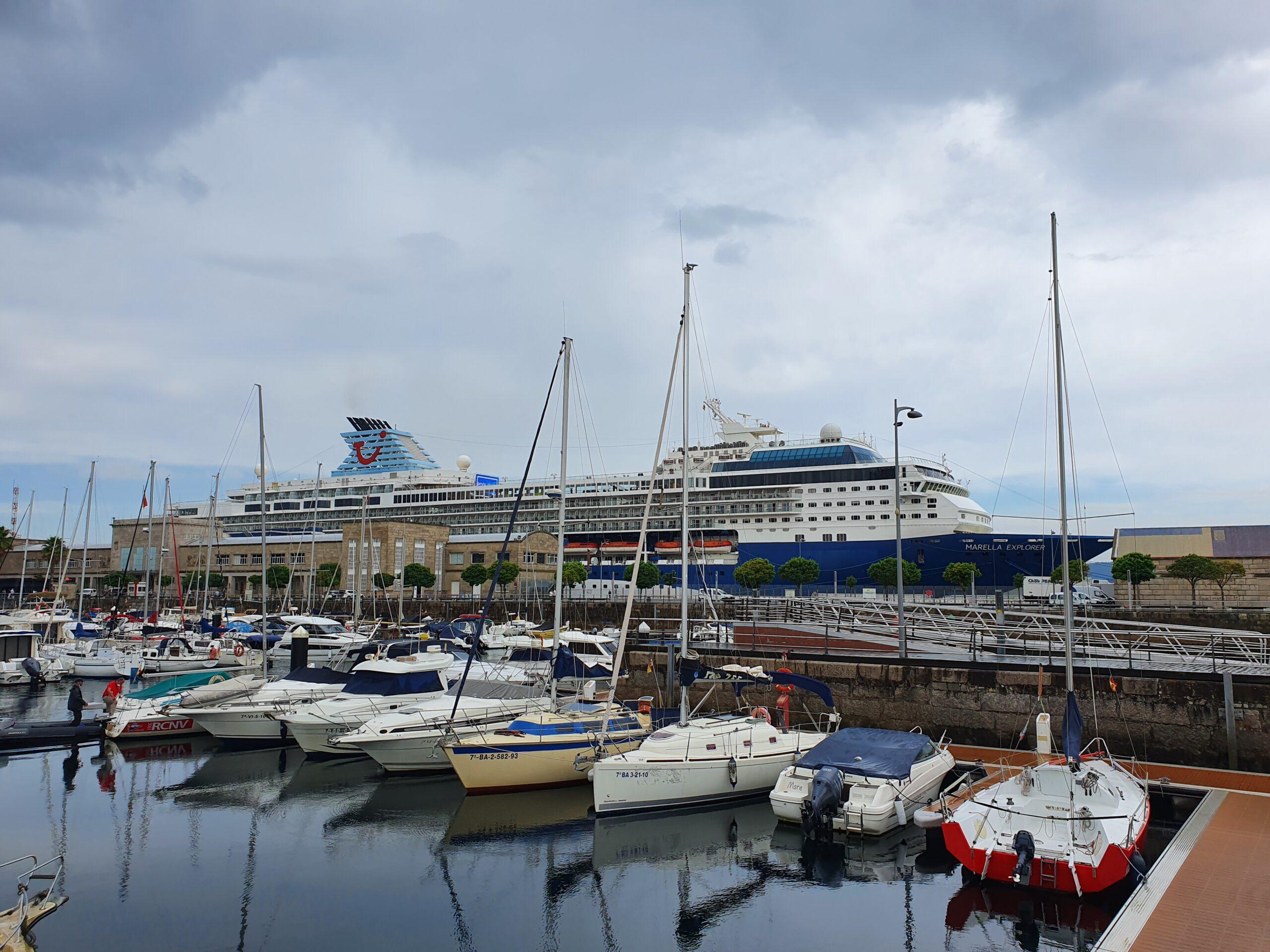 El crucero 'Marella Explorer' hace su escala inaugural en Vigo