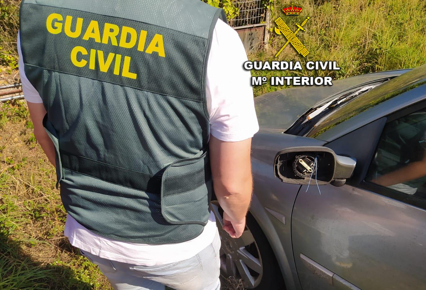 Investigan a tres menores por daños a siete coches y a un chiringuito de Playa América