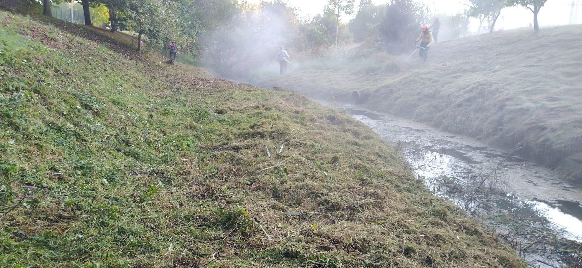 Comezan os traballos de limpeza das beiras dos treitos urbanos dos ríos de Redondela