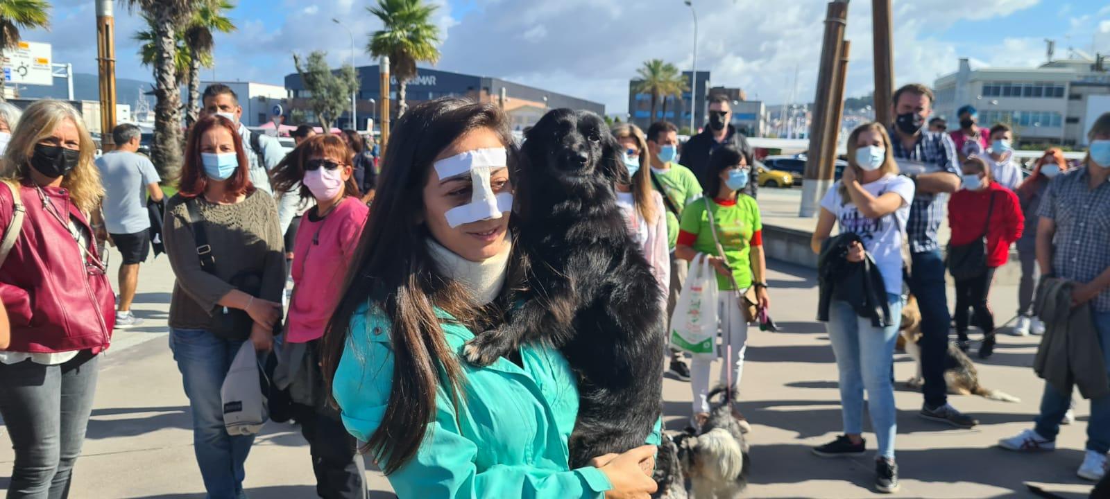 Decenas de personas arropan a Noa, la joven brutalmente agredida en Vigo